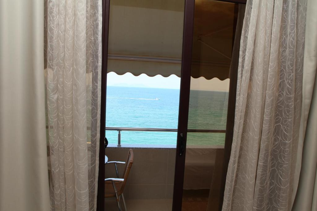 NY-Deluxe Double Room with Sea View (1)