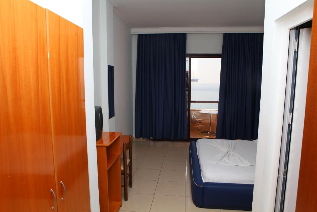 NY-Standard Double Room with Sea View (2)