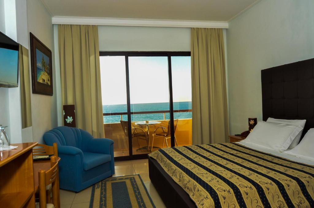 NY-Standard Double Room with Sea View (4)