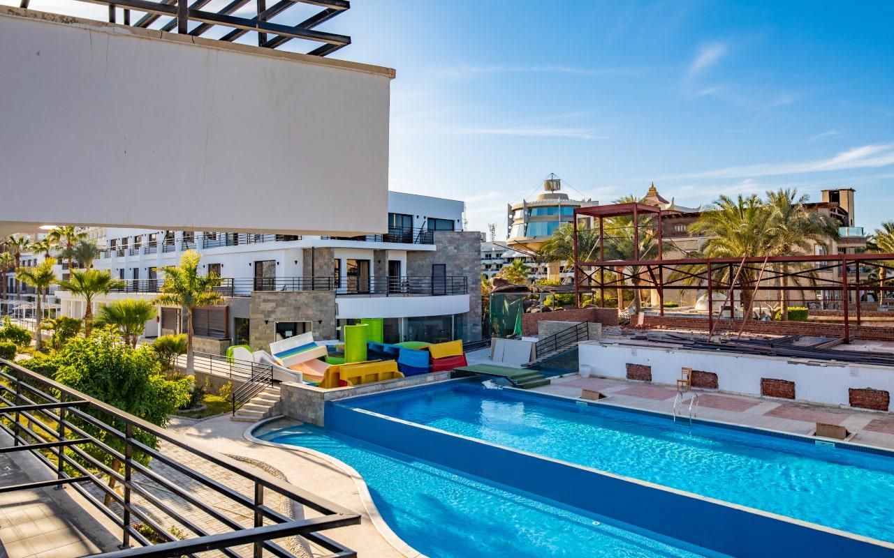 Pool or Side4