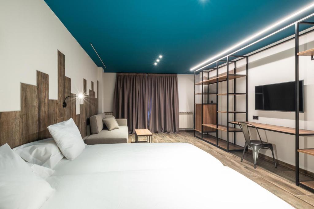 Ushuaia Mountain-premium-room (4)