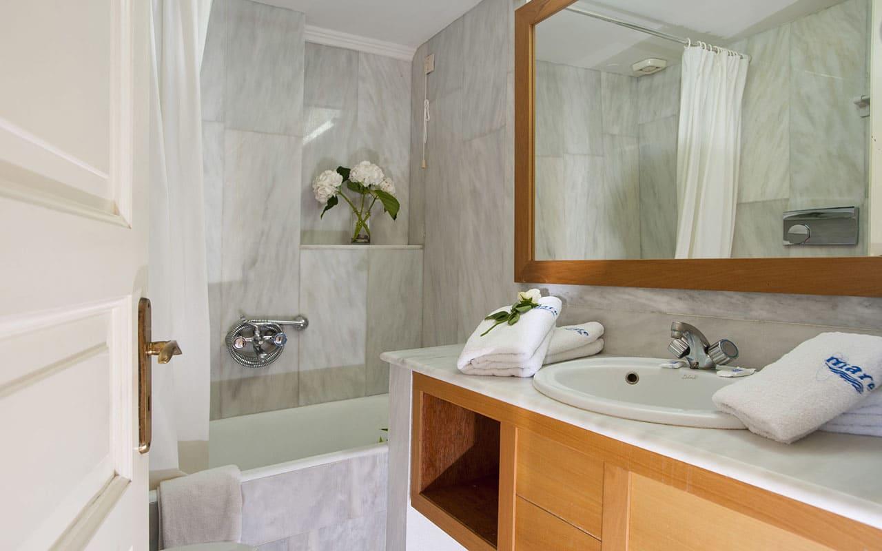 bathroom-Mare Hotel