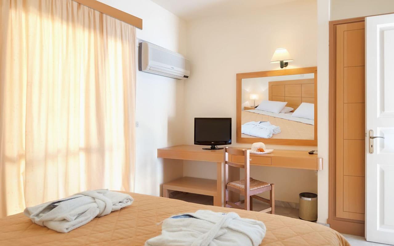 bedroom2-Mare Hotel