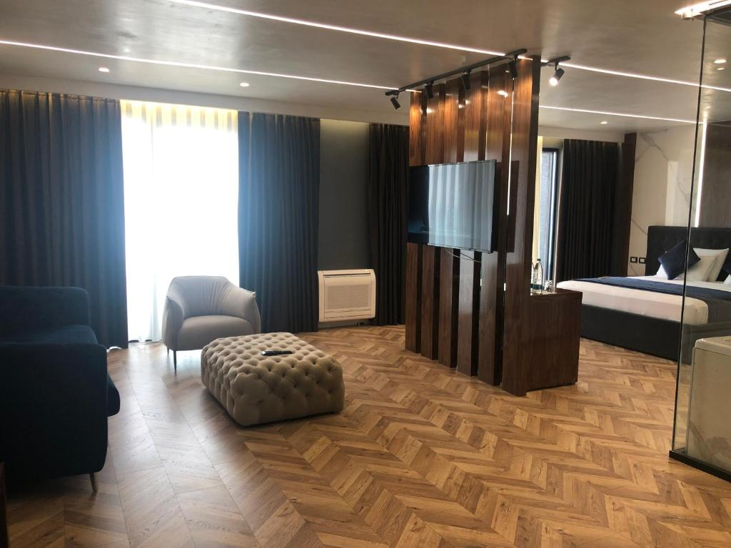 royal-alb-3-Superior King Room (2)