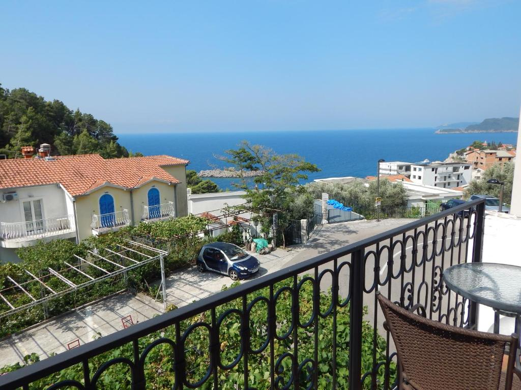 Apartment with Sea View 8
