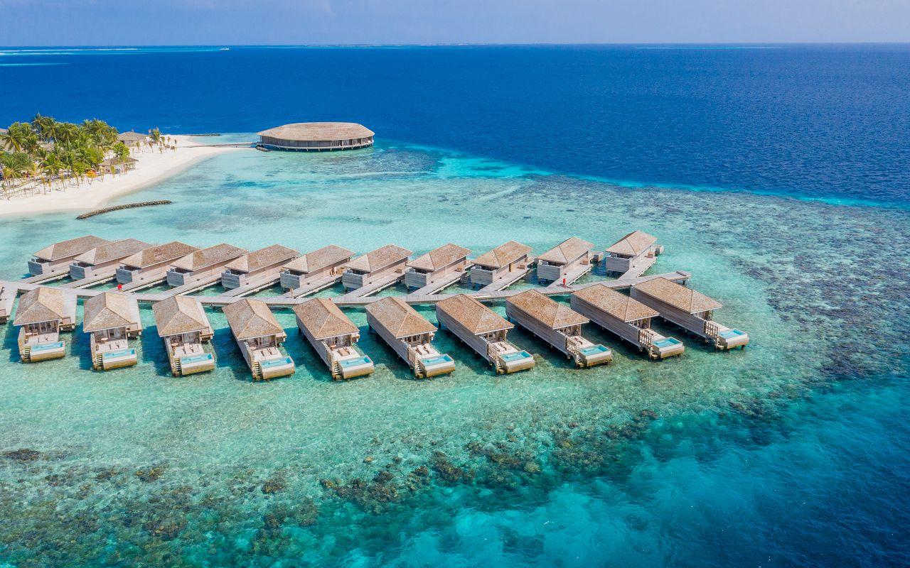 Ocean-Lagoon Pool Villas (12)
