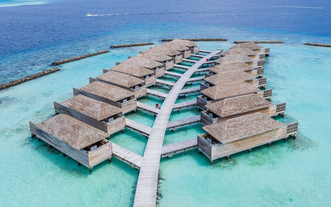 Ocean-Lagoon Pool Villas (13)