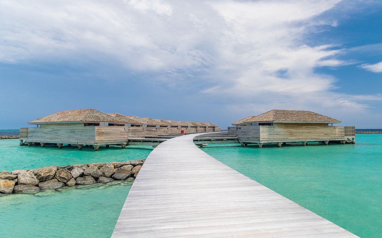 Ocean-Lagoon Pool Villas (14)