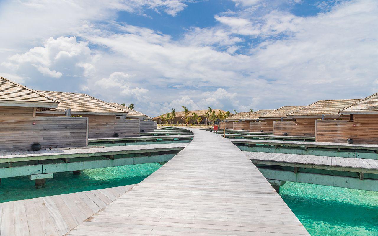 Ocean-Lagoon Pool Villas (17)
