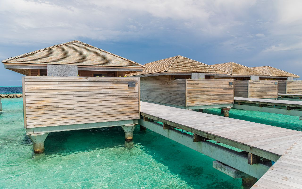 Ocean-Lagoon Pool Villas (18)
