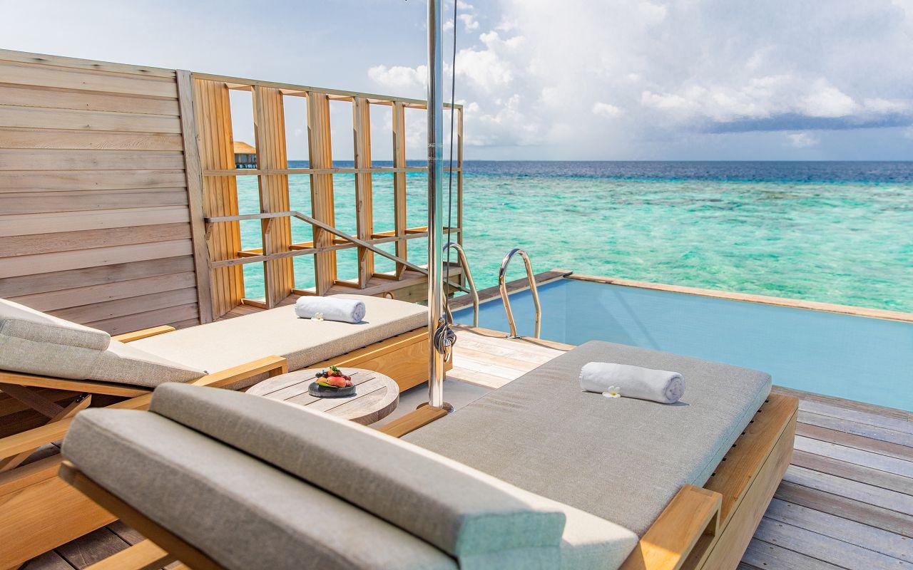 Ocean-Lagoon Pool Villas (23)