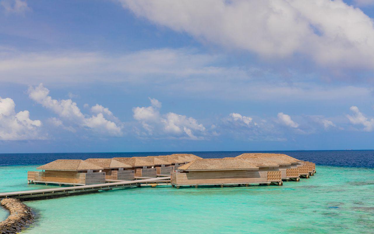 Ocean-Lagoon Pool Villas (6)