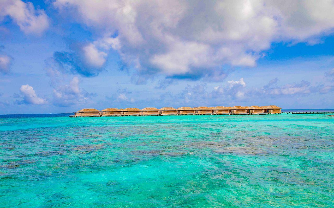 Ocean-Lagoon Pool Villas (7)