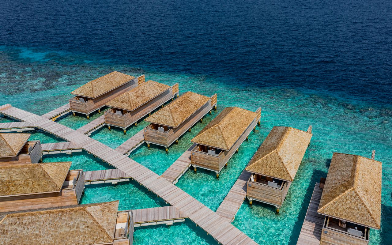 Ocean-Lagoon Pool Villas (8)