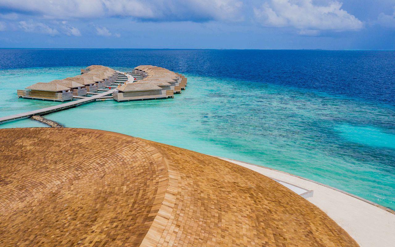 Ocean-Lagoon Pool Villas (9)