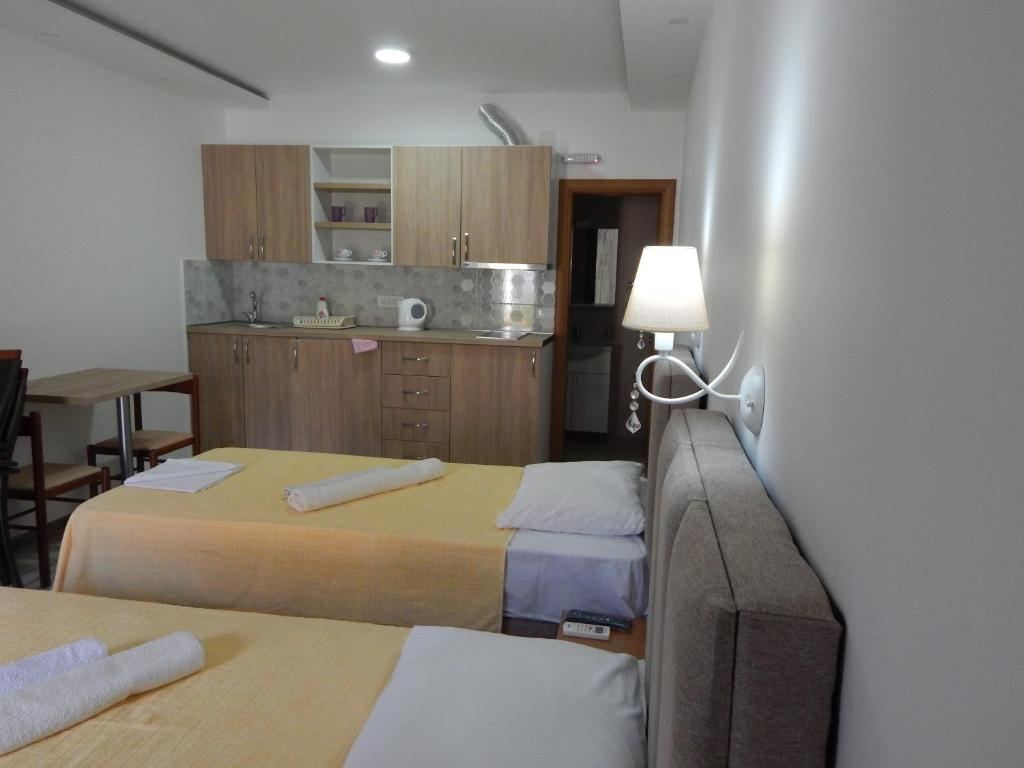 Superior Double or Twin Room with Terrace3
