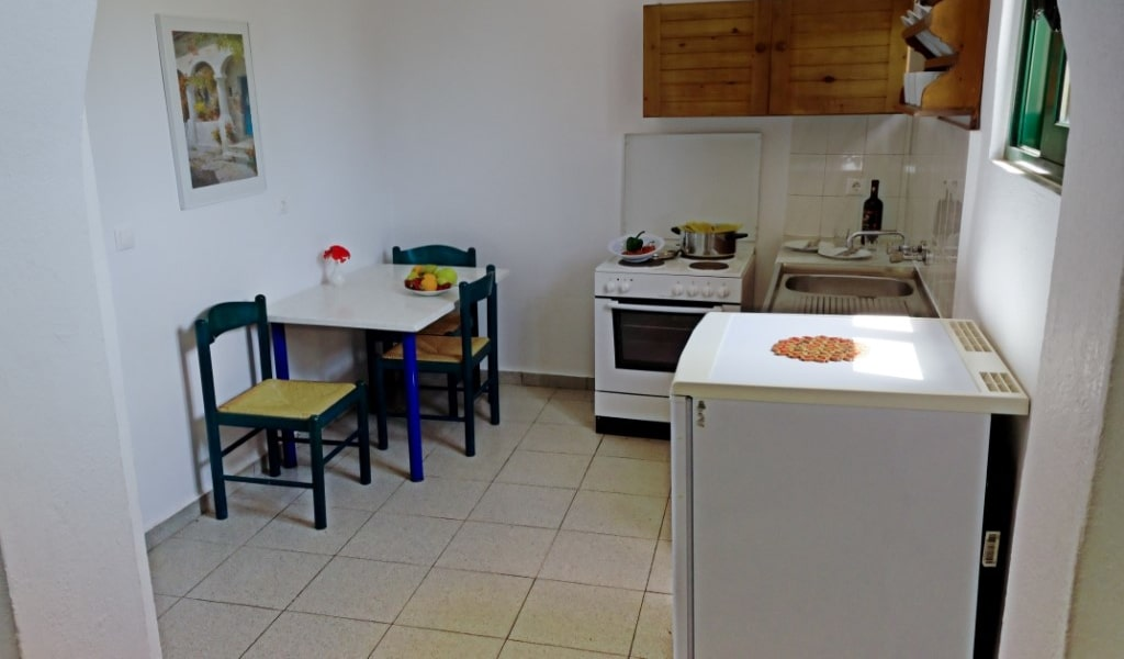 2 Bedroom Apartment for 4 Kitchen-min