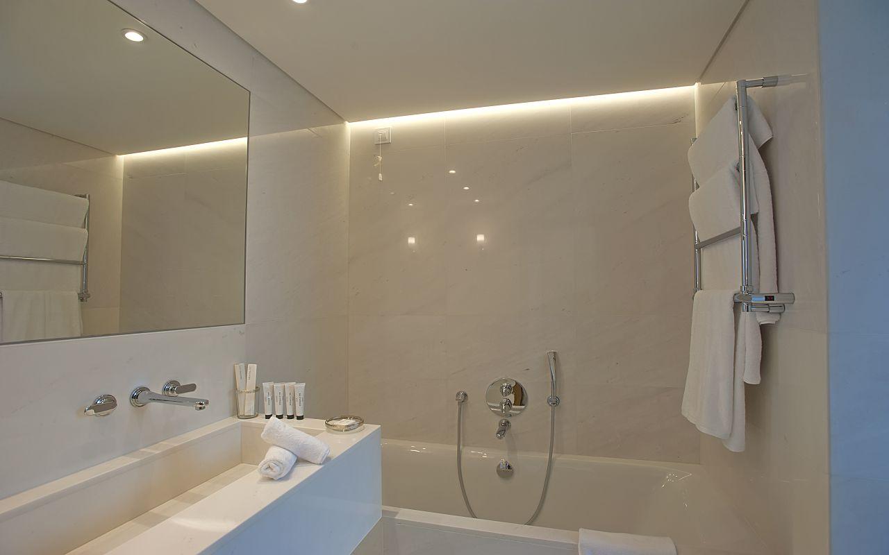 Grand Pavilion Waterfront Bathroom