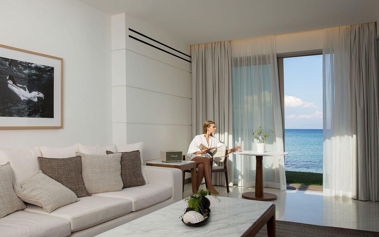Pavilion Suite Waterfront Living Room (2)