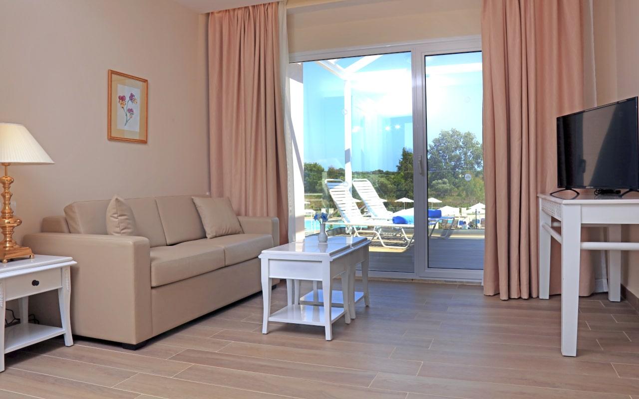 Sandy Villas One Bedroom Suite Pool View (4)-min