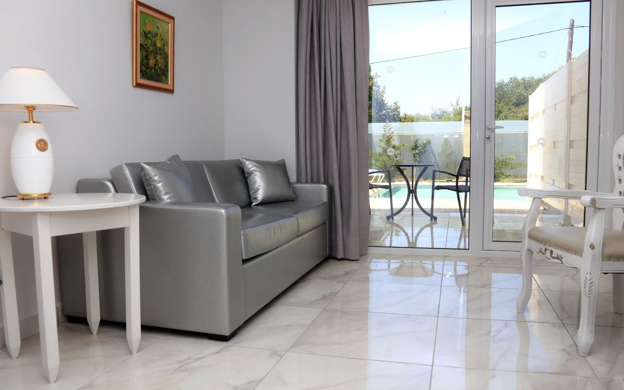 Sandy Villas One Bedroom Suite Shared Pool (4)-min