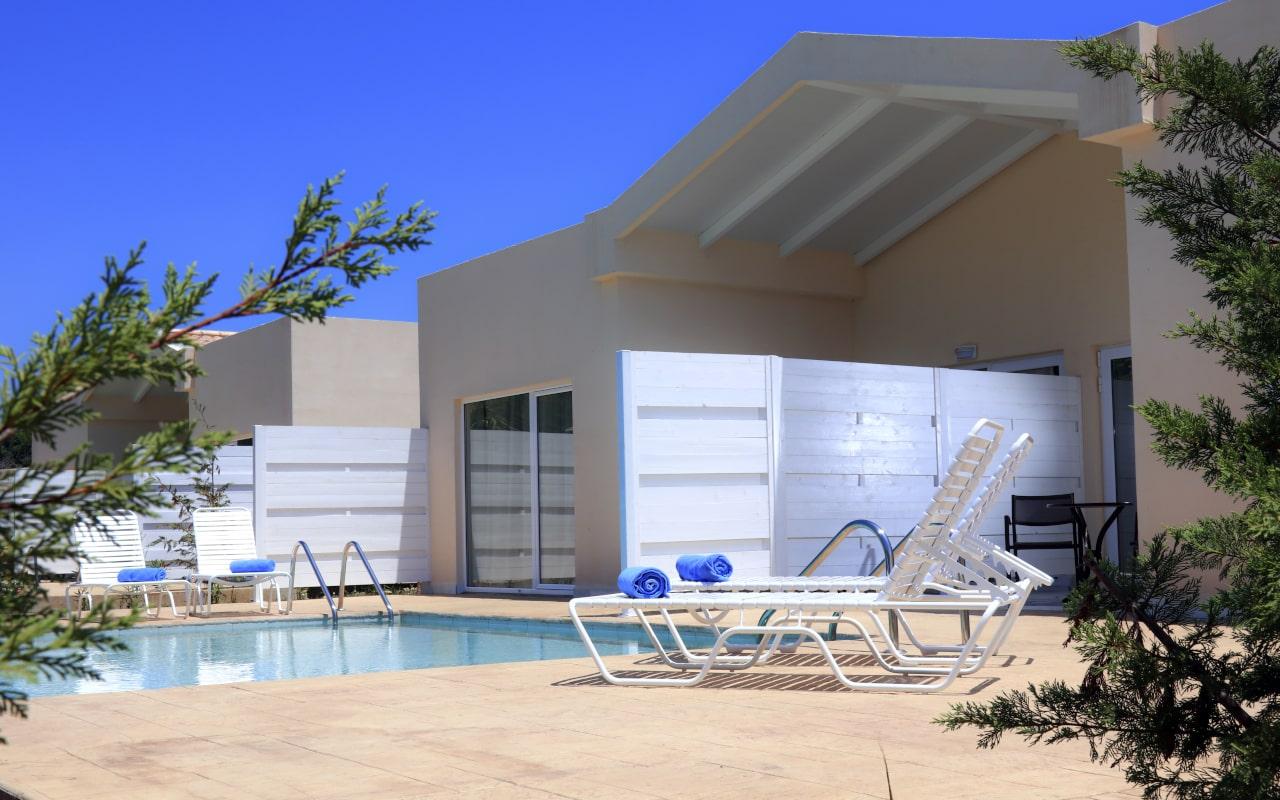 Sandy Villas One Bedroom Suite Shared Pool (7)-min