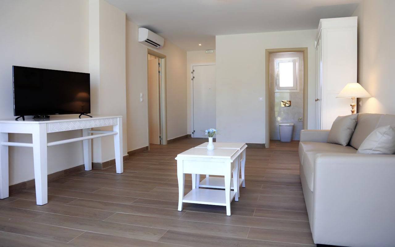 Sandy Villas One Bedroom Suite swim-up (11)-min
