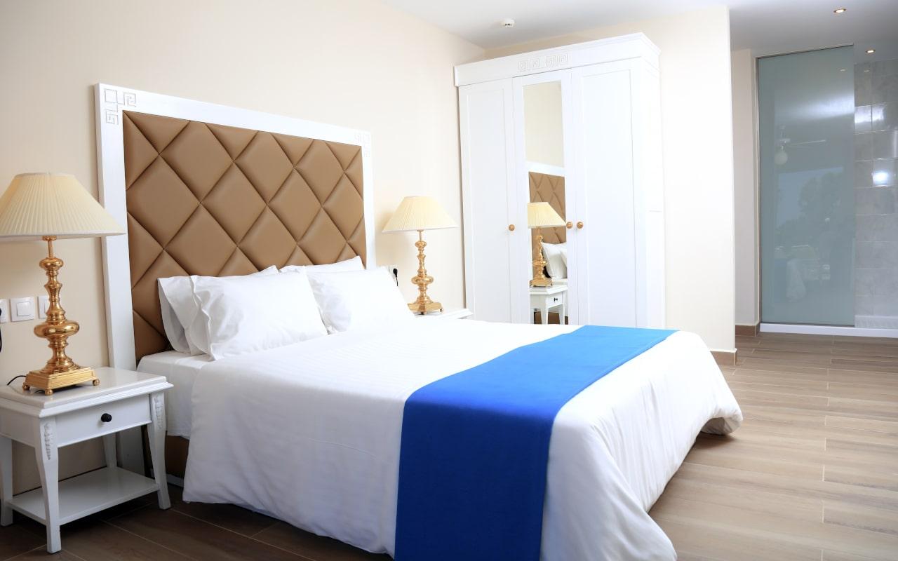 Sandy Villas One Bedroom Suite swim-up (3)-min