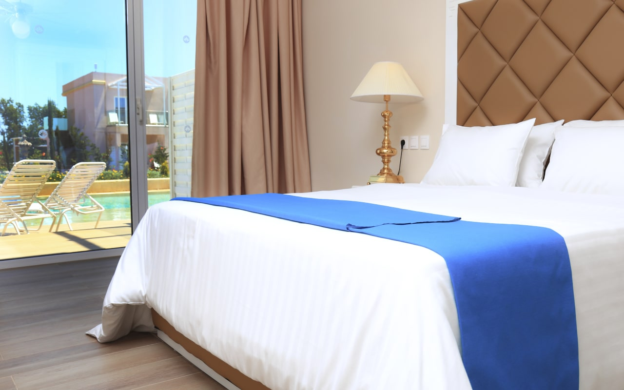 Sandy Villas One Bedroom Suite swim-up (6)-min