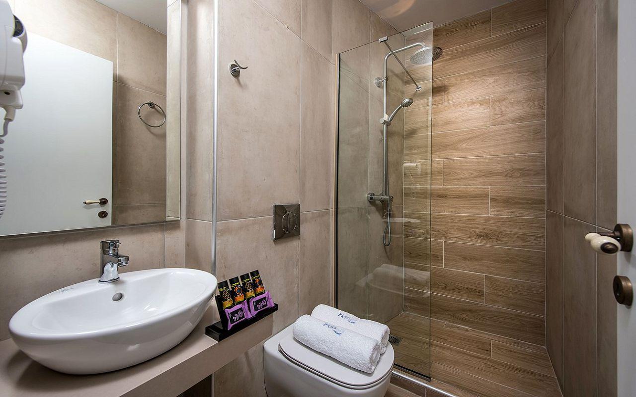 irida_apartments_studio_bathroom