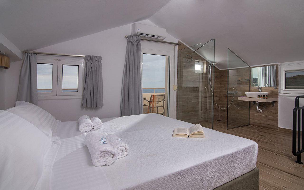 irida_gardens_maisonette_interior_bedroom_01
