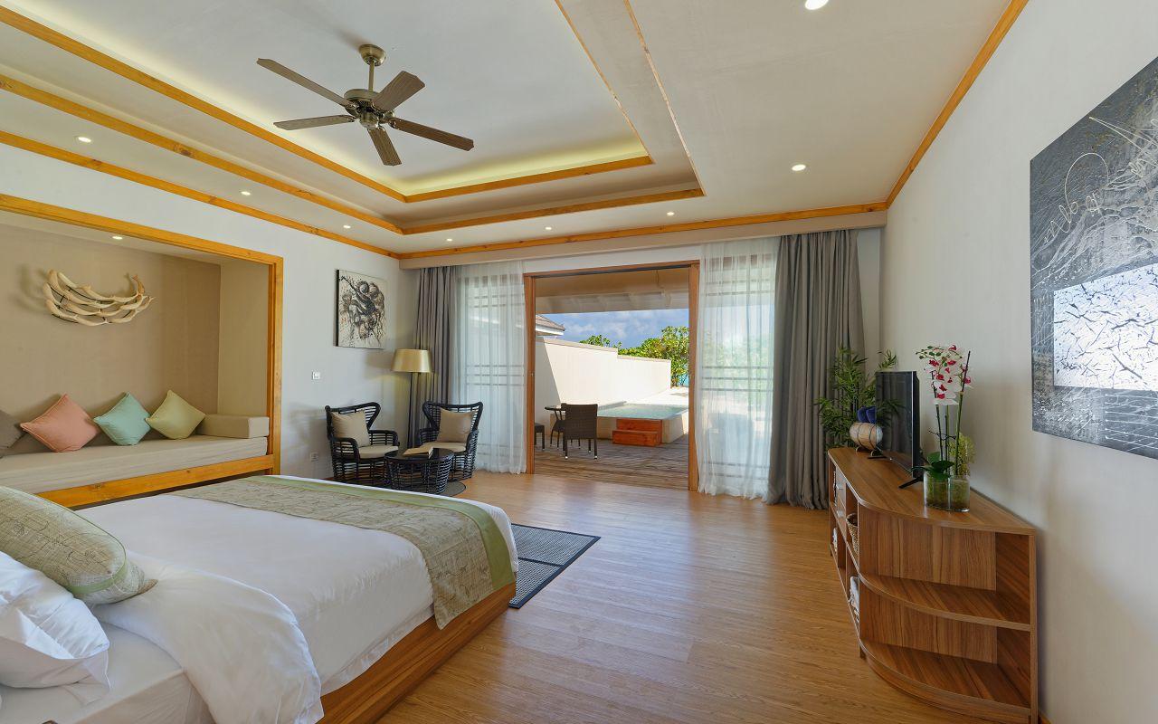 Deluxe Beach Villa 02