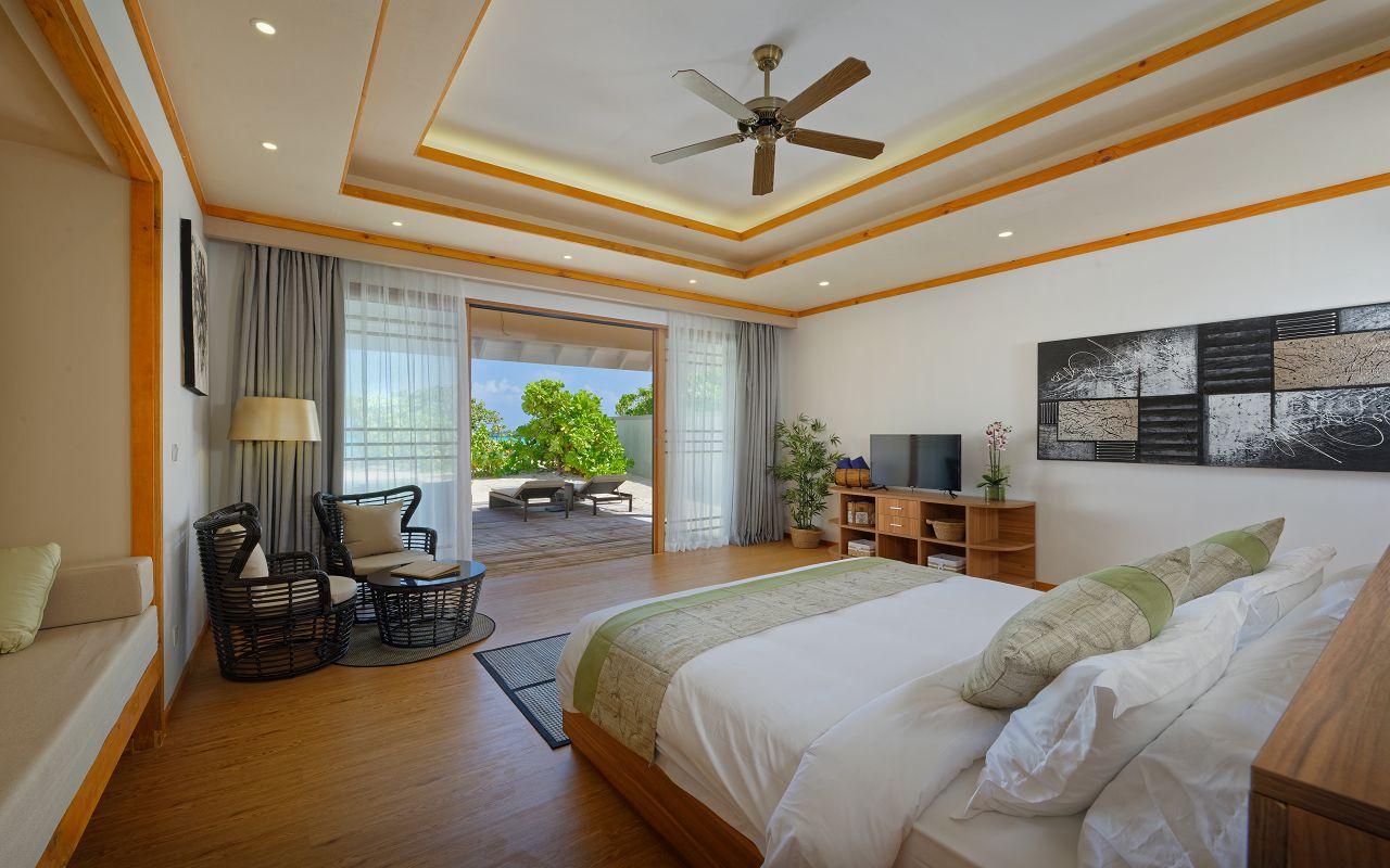 Deluxe Beach Villa 03