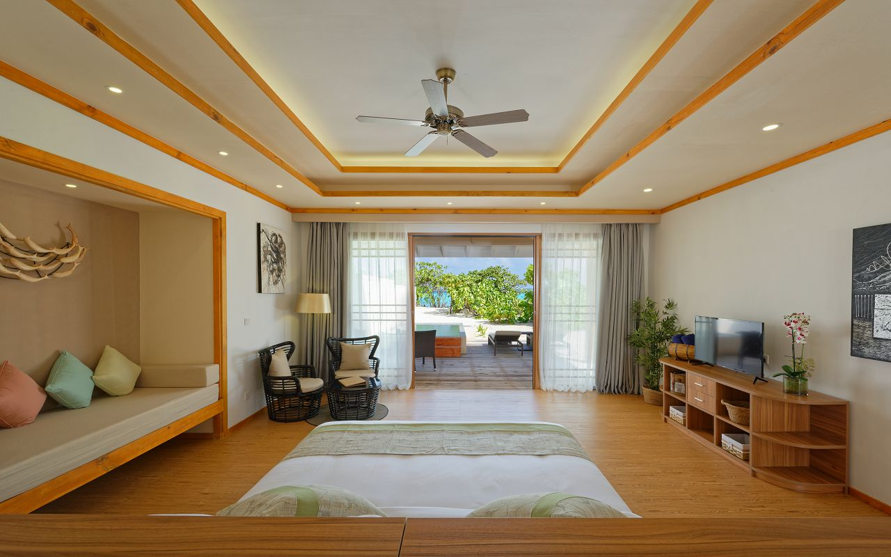 Deluxe Beach Villa 04