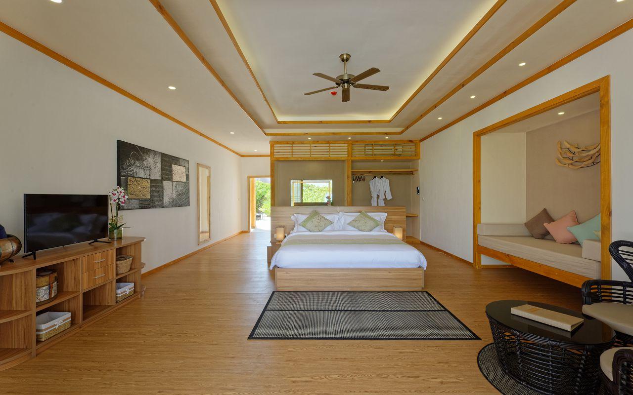Deluxe Beach Villa 05