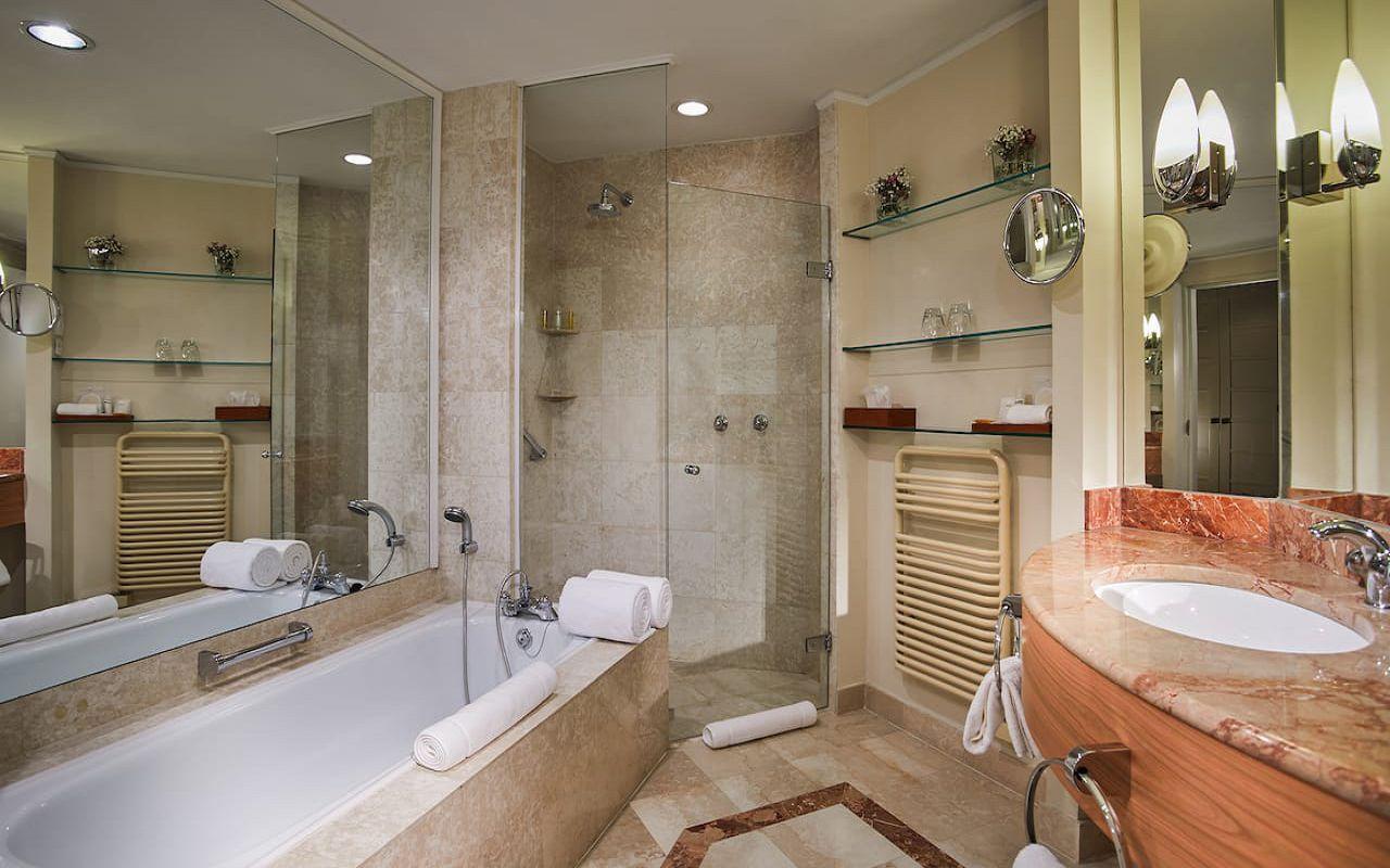 Hyatt-Regency-Belgrade-P354-Standard-King-Bathroom.16x9