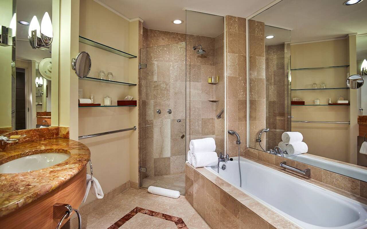 Hyatt-Regency-Belgrade-P366-Deluxe-King-Bathroom.16x9