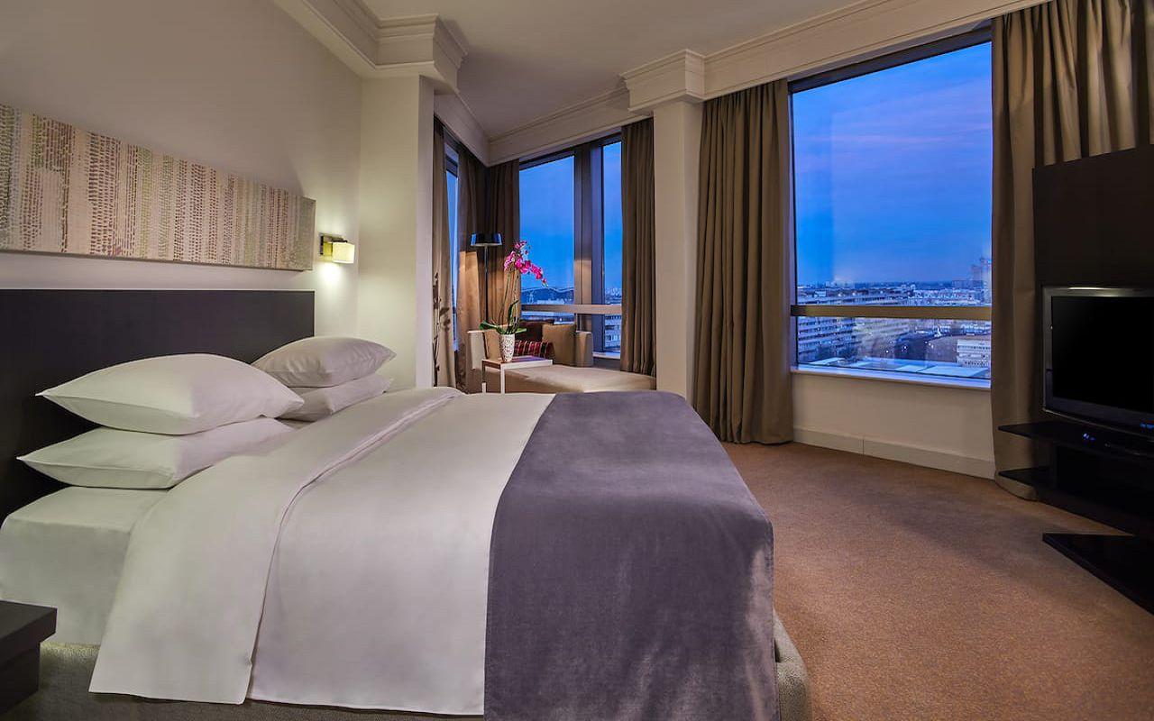 Hyatt-Regency-Belgrade-P394-Regency-Suite-Bedroom.16x9