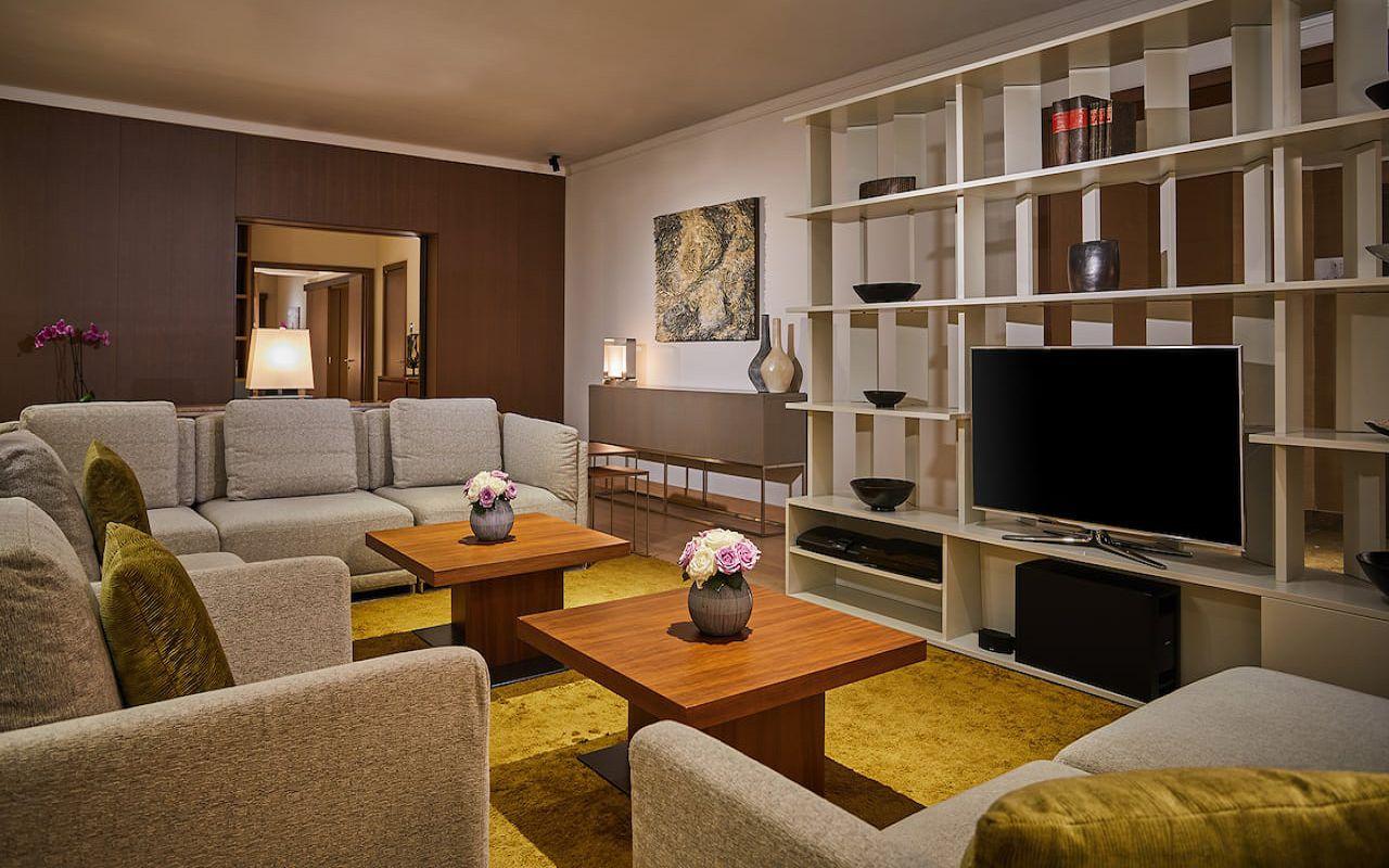 Hyatt-Regency-Belgrade-P402-Presidential-Suite-Living-Room.16x9