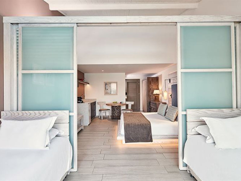 atlantica-mare-village-family-room-partition-swim-up-