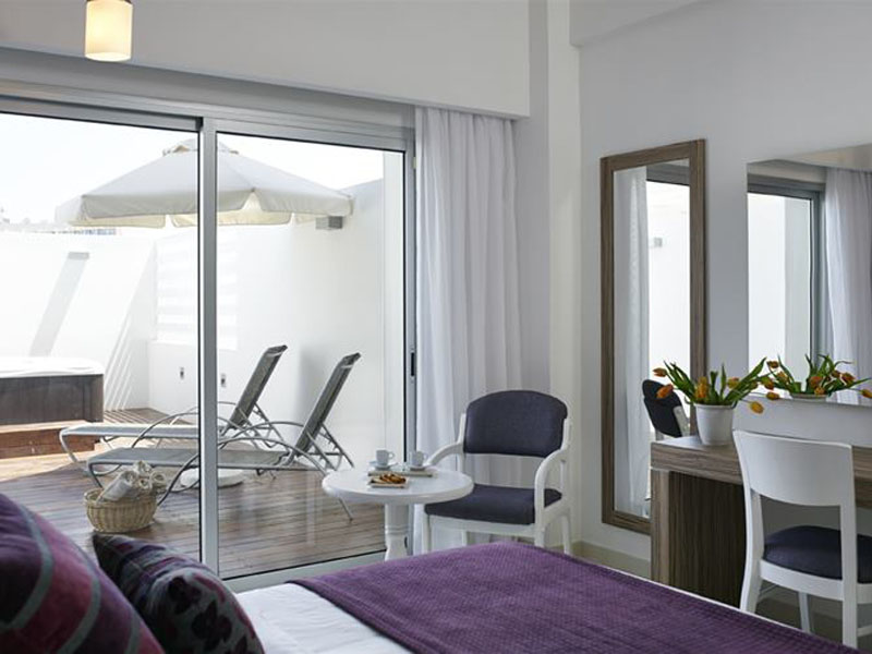atlantica-sea-breeze-superior-room-with-jacuzzi-