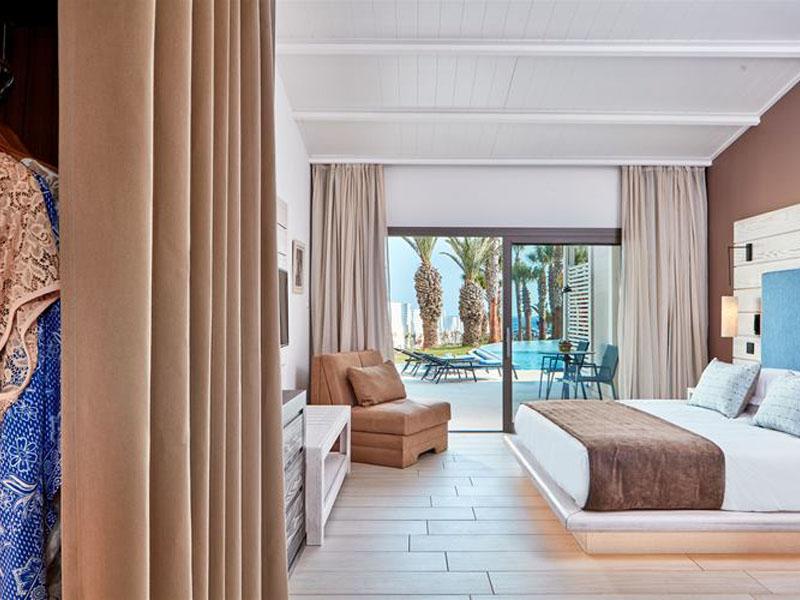 double-room-swim-up-bungalow
