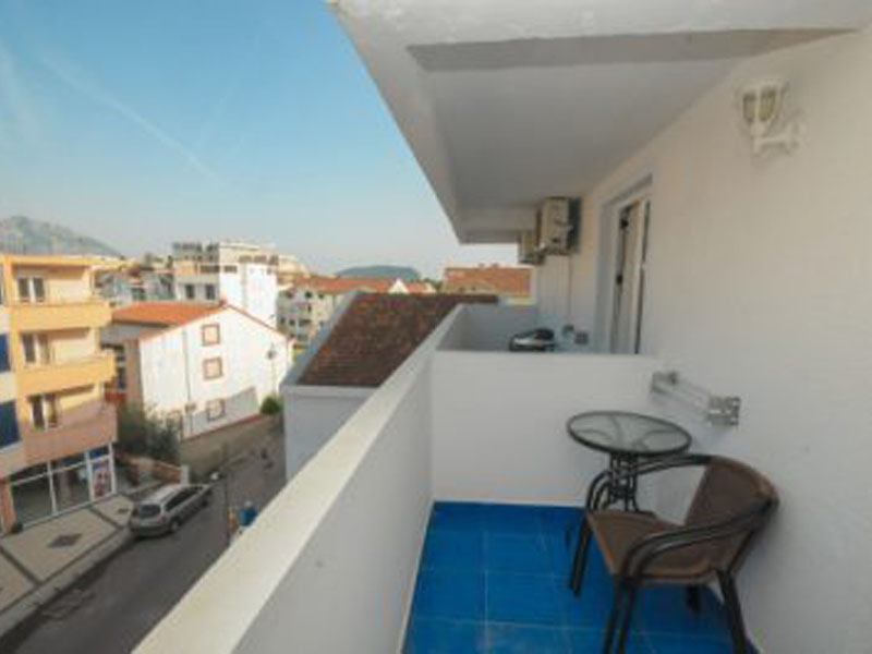 Azzuro_301_balkon-400x266