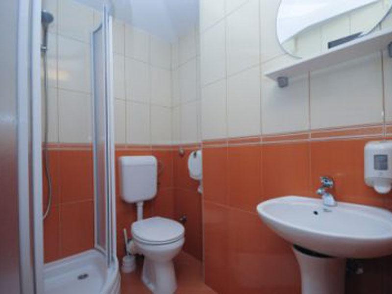 Azzuro_301_bathroom-400x266