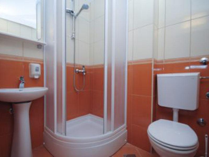 Azzuro_306_bathroom-400x266