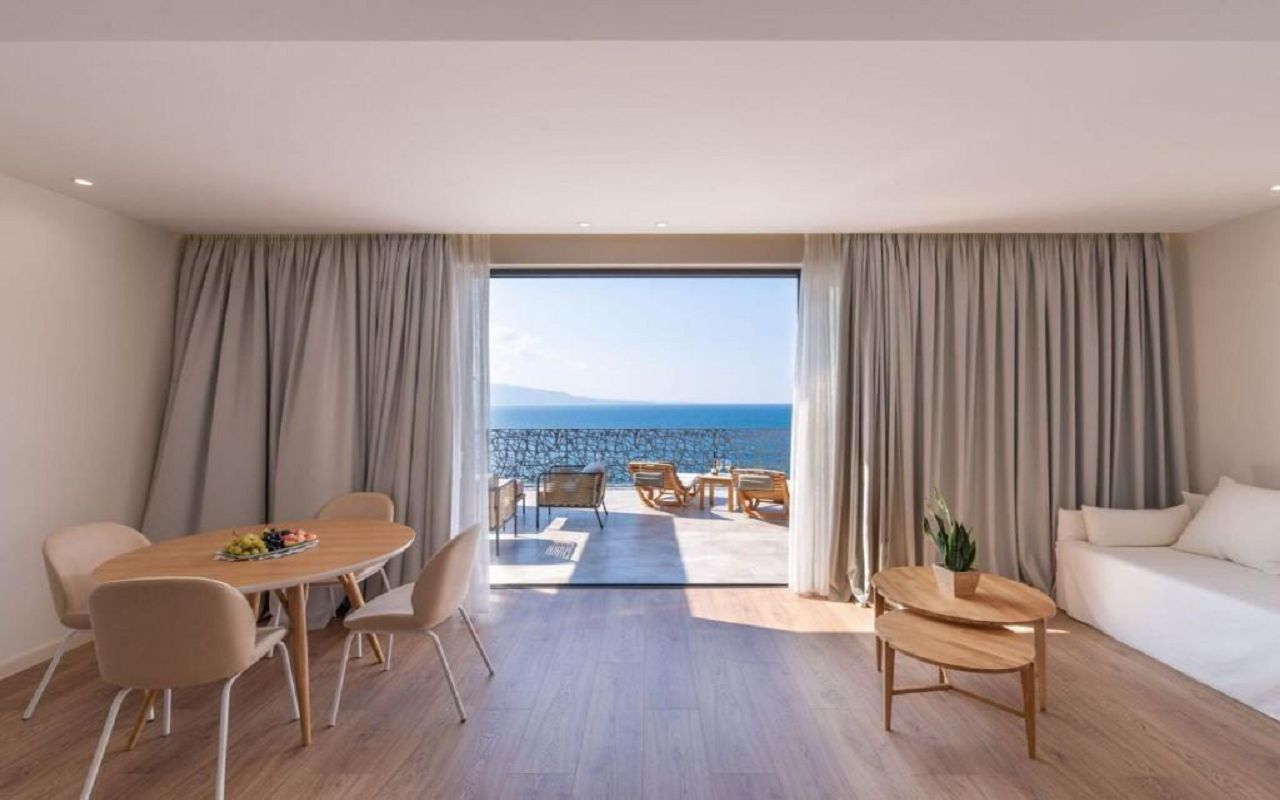 Glow Boutique Glow Suite with Terrace and Sea View -1