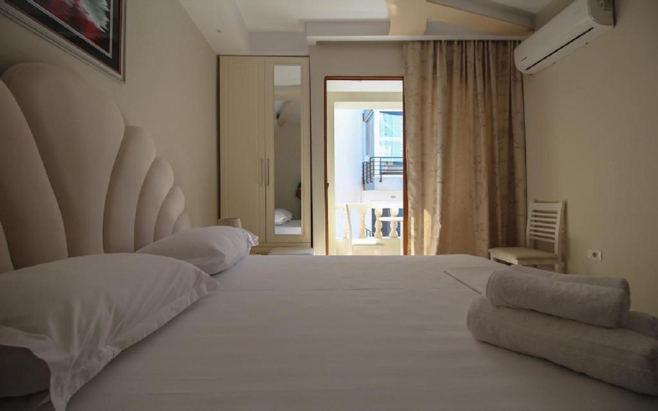 Romario Apartments - STD DBL no view (402) 1
