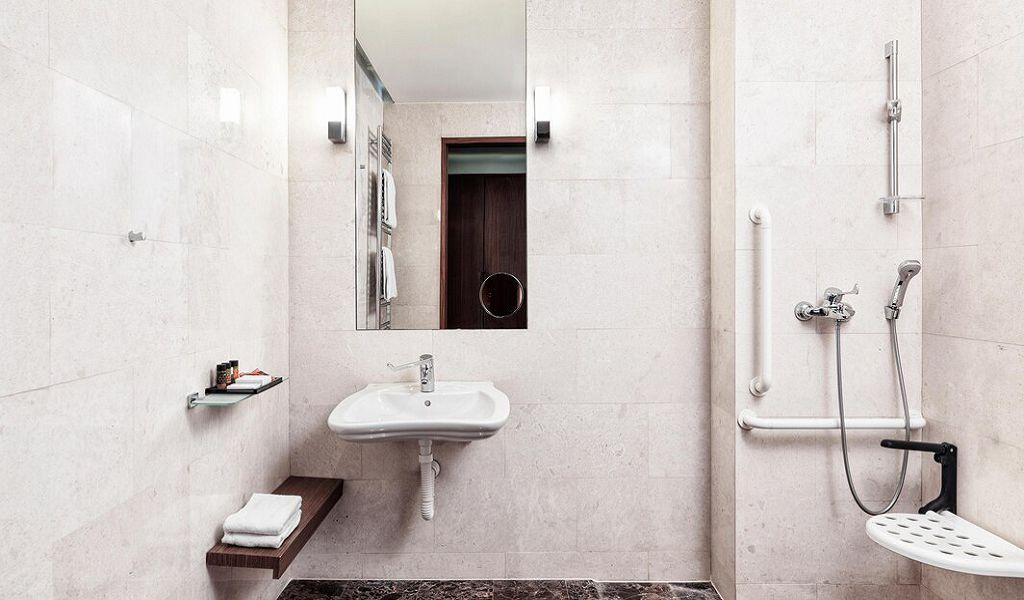 beglc-accessible-bathroom-9799-hor-wide