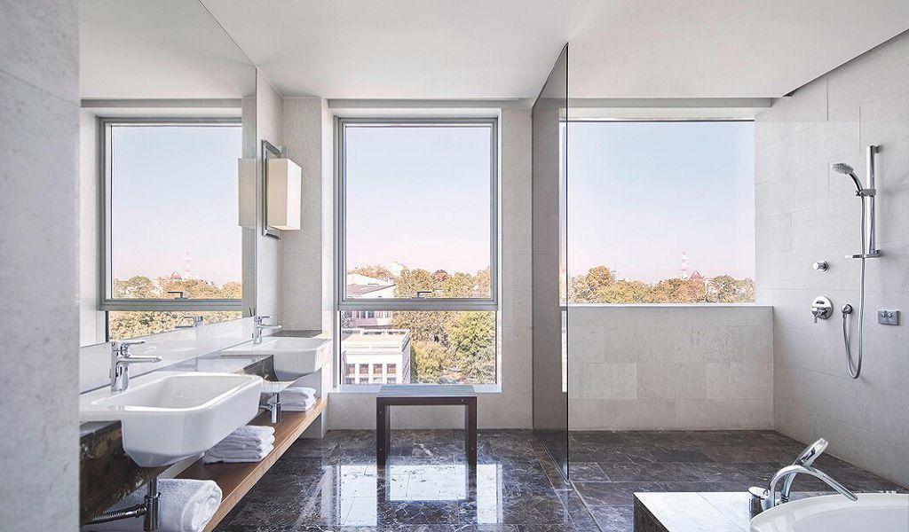 beglc-belgrade-suitebathroom-6380-hor-wide