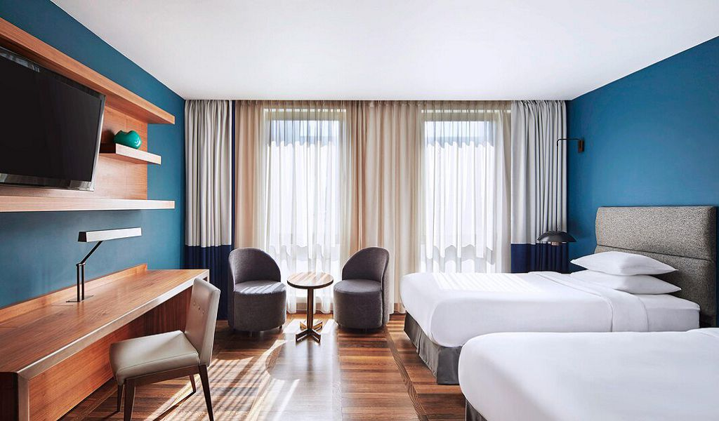 beglc-deluxe-guestroom-6382-hor-wide